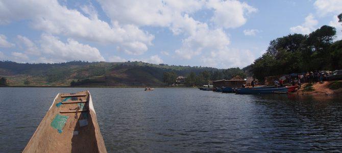 Dag 166-170 (8-12 feb.): Peddelen in een boomstamkano op het Bunyonimeer, angstige bergpaadjes en Rwanda in