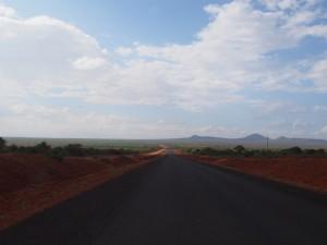 PC288552 - Weg door Tsavo West NP