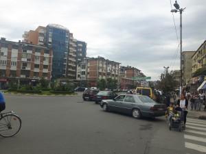 20160917 104653 - Spot de kanarie in het straatbeeld van Shkoder, Albanië