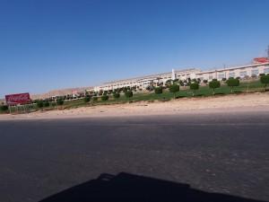 PA183996 - Frisdrankfabriek in woestijn