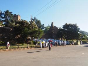 PB155981 - Kerkdienst voor ingang paleizen Gondar