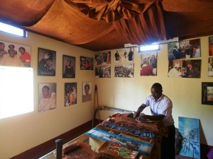 P1170411 - Museumpje Buganda paleis in Kampala