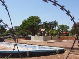P1180426 - Monument Entebbe