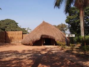 P1190625 - Hut bij Kasubi graven Kampala