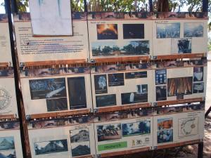 P1190630 - Infobordjes bij Kasubi graven Kampala
