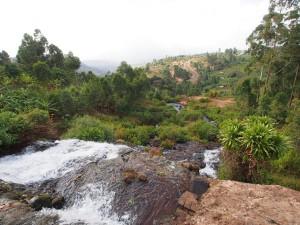 P1210767 - Uitzicht vanaf top tweede waterval Sipi Falls