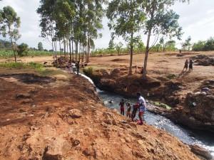 P1210771 - Wassende locals in Sipi rivier