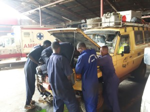 20170201 093223 - Radiator wordt vervangen in Kampala
