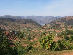 P2122336 - Uitzicht over Bunyoni meer