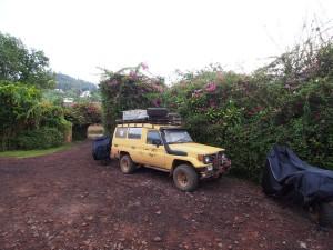 P2132364 - 'Kamperen' op parkeerplaats Paradis Malahide Hotel Gisenye