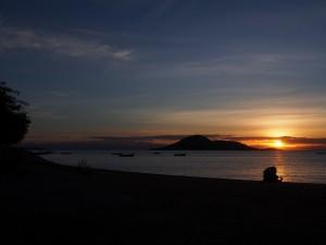 P3134666 - Zonsondergang over Malawi meer