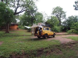 P3205132 - Kampje bij Majete NP
