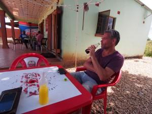 P4015834 - Drankje doen voor de drukte van Lusaka