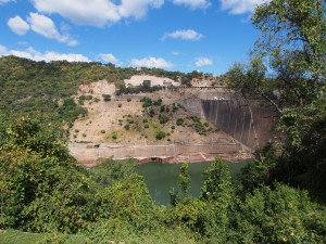 P4126149 - Kariba dam (Zimbabwe aan overkant)