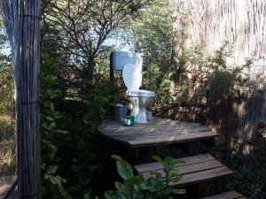P5017605 - Orignele wc in Ngepi Camp