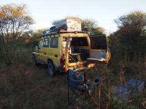 P5047823 - Zonsopkomst wildkampje onderweg naar Aha Hills