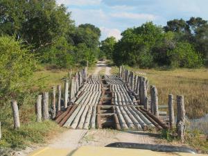 P5098250 - Gammel bruggetje 1 onderweg van Boro Gate