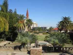 IMG 0075 - Tiuinen bij Parlementsgebouw, Windhoek