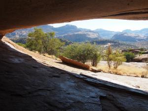 P6050769 - Phiillipps Cave, Ameib Farm