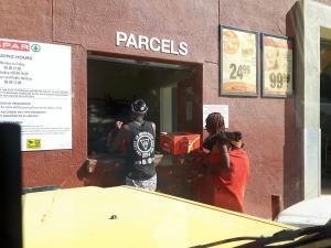 20170616 135723 - Himbavrouw bij supermarkt Opuwo