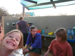 P6222162 - vlnr Marie, Judith, Hannah en Lea Vosseberg