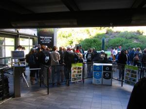 IMG 1354 - In de rij voor de kabelbaan naar Tafelberg