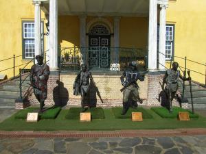IMG 1433 - Beelden Afrikaanse helden fort De Goede Hoop