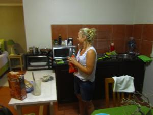 IMG 3214 - Nicole aan het koken, Fever Tree Guesthouse