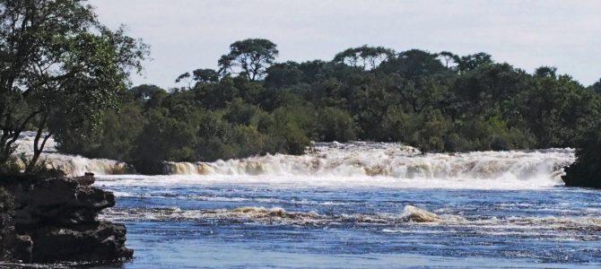 Dag 236-240 (19-23 apr.): De Ngonye waterval en het gammele pontje naar Botswana
