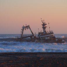 Dag 301-305 (23-27 juni): Bijna gestrand aan de Skeleton Coast!
