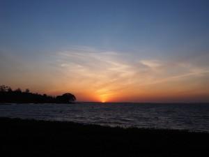 P1049517 - Zonsondergang bij Victoria meer