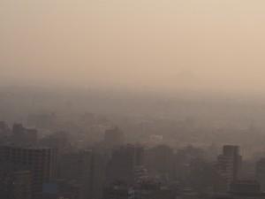 PA062770 - Piramides in de smog (Cairo Tower)