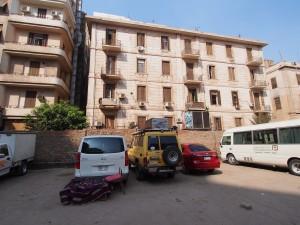 PA082888 - Kanarie op de parkeerplaats in Cairo