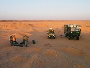 PB025019 - Desert camp met Engelse motorrijders bij Gebel Barkal