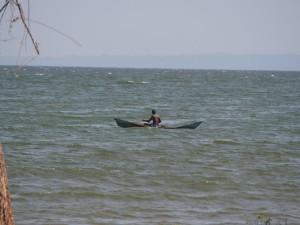 P1180535 - Visser op Victoria meer