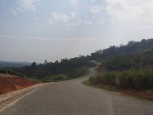 P2051883 - Openbare weg door Kibale NP