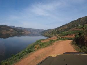 P2122346 - Uitzicht over Bunyoni meer