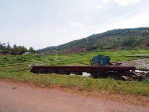 P2182709 - Verdronken vrachtwagen onderweg naar Tanzania