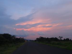 P2233054 - Ondergaande zon onderweg naar Kitalike