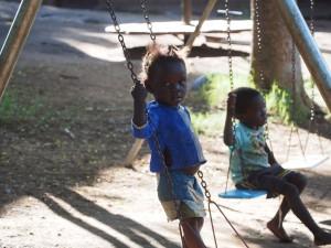 P3033626 - Spelende kinderen Floja Foundation
