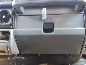 Een slot op het dashboardkastje