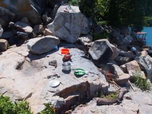 P3154812 - Lunchen op West Thumbi Island