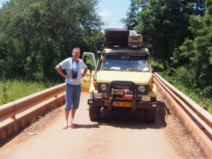 P3295539 - Heroen met kanarie South Luangwa NP
