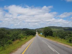P4015830 - Lege wegen van Zambia (Great Eastern Road)