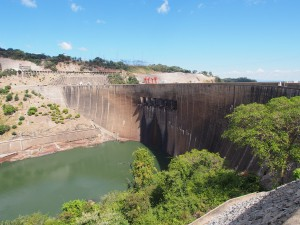 P4126151 - Kariba dam (Zimbabwe aan overkant)