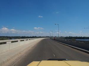 P4196663 - Brug over Zambezi onderweg naar Ngonye waterval