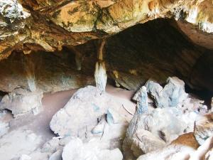 P5047879 - Zuidelijke ingang Gcwihaba Cave
