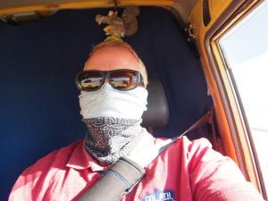 P6091188 - Stofmasker in de auto