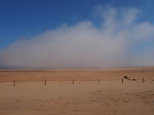 P6282703 - Binnenrollemde mist terug naar Swakopmund