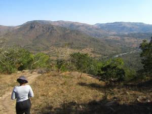 IMG 2857 - onderweg naar Nsangwini rotstekeningen